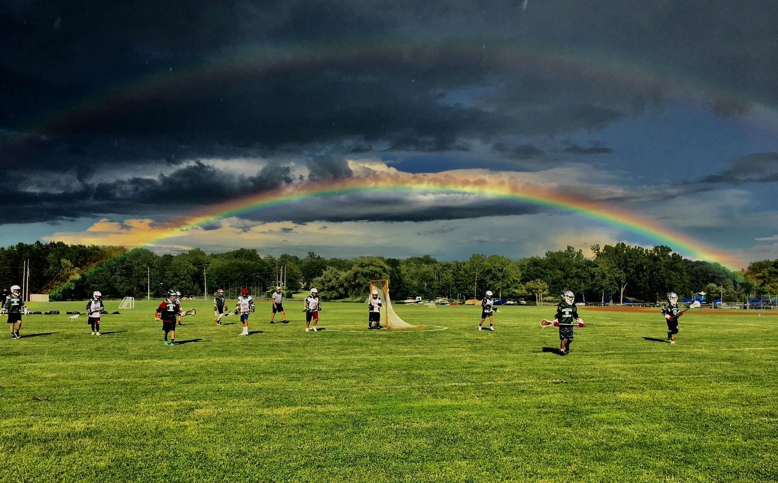 Barn spiller lacrosse i Auburn i USA.