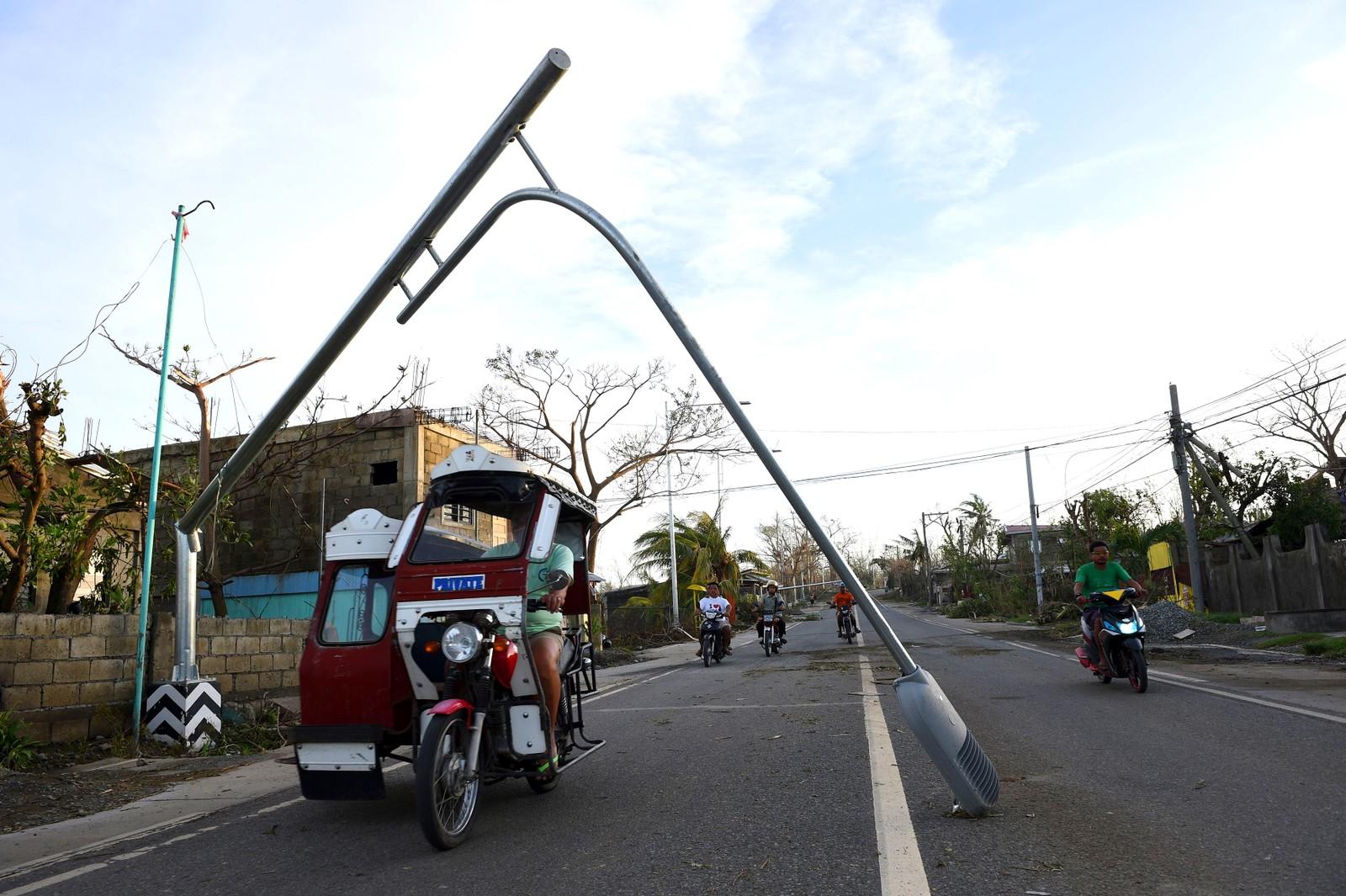 Livet går videre i Manila på Filippinene etter å ha blitt rammet av tyfonen Haima.