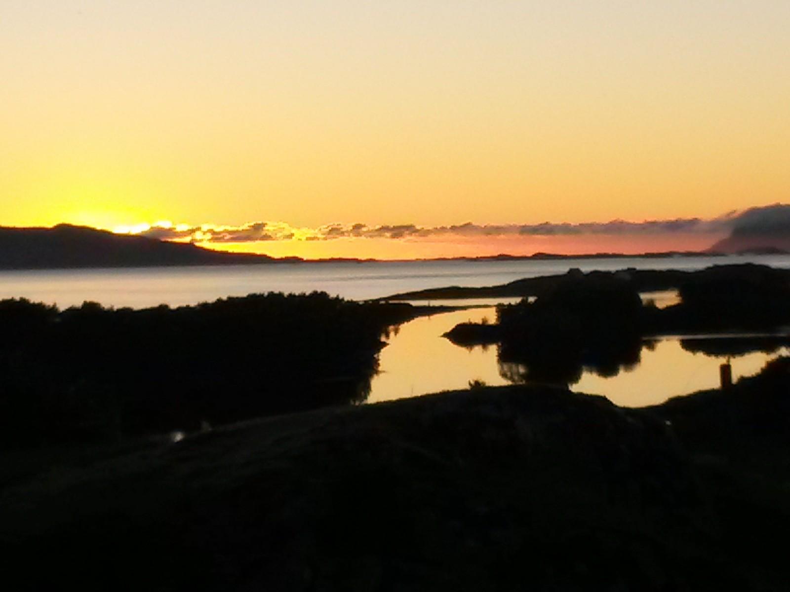 Soldnedgang over Ytre Stavøyvåg og Brufjorden