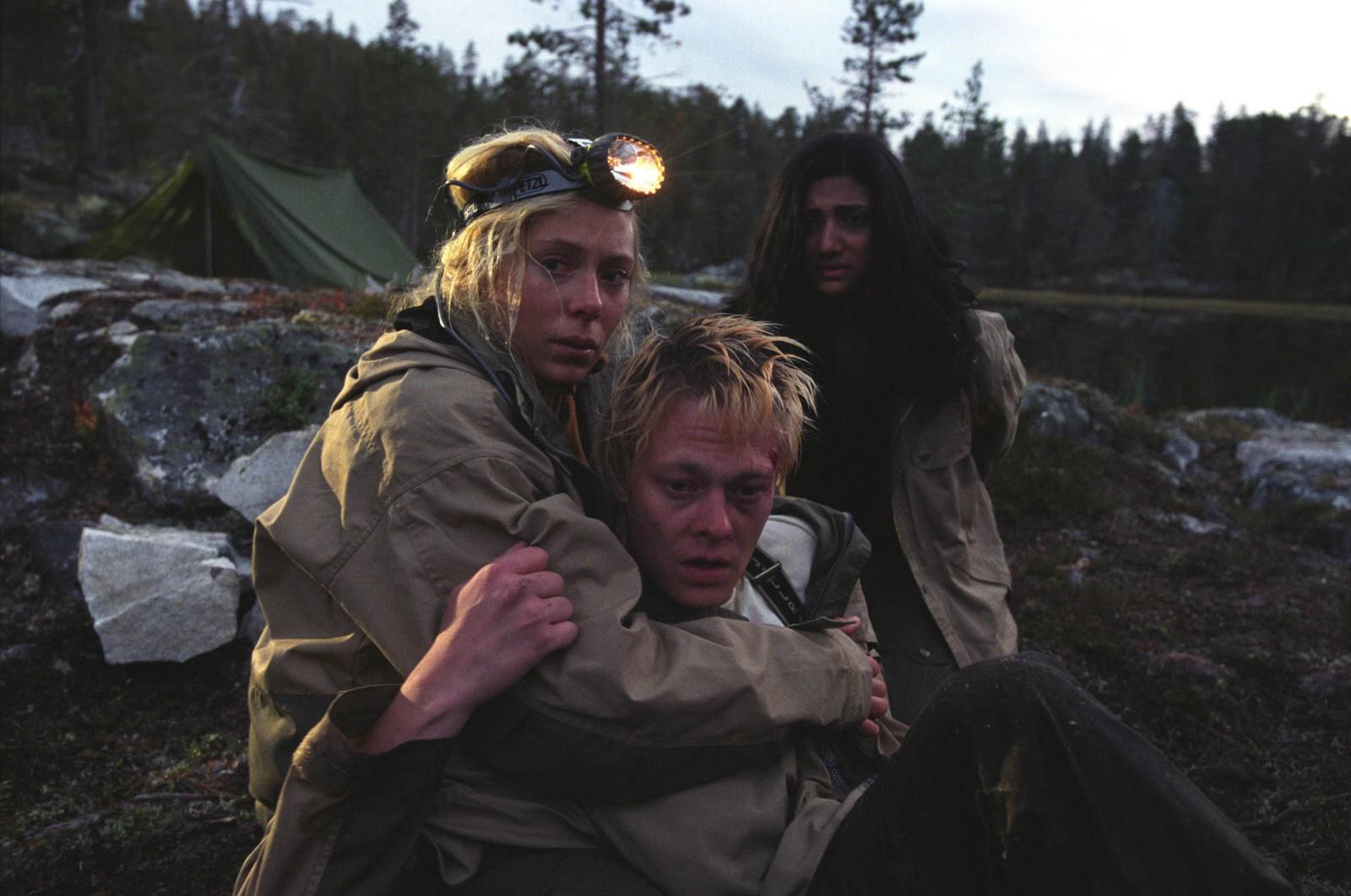 Elin (Eva Röse), Lasse (Kristoffer Joner) og Sara (Sam Sharma) fra  Villmark. Norsk skrekk fra 2003. Regissert av Pål Øie.