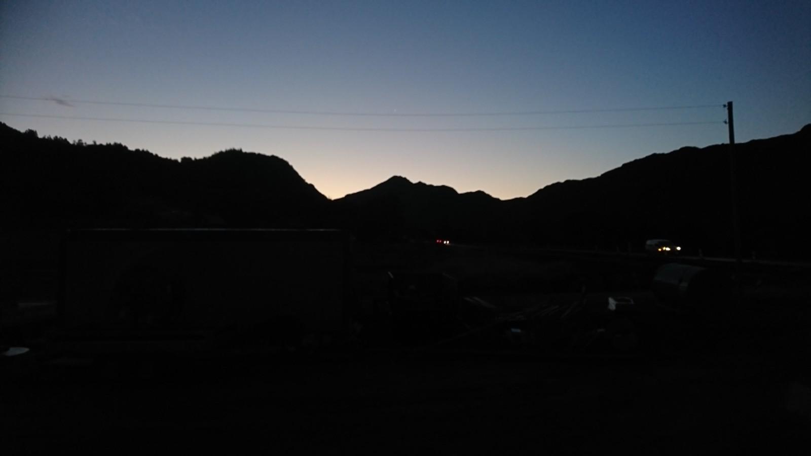 Ein ny fin dag er i emning. Morgenhelsing frå Gurskebotn i Sande kommune