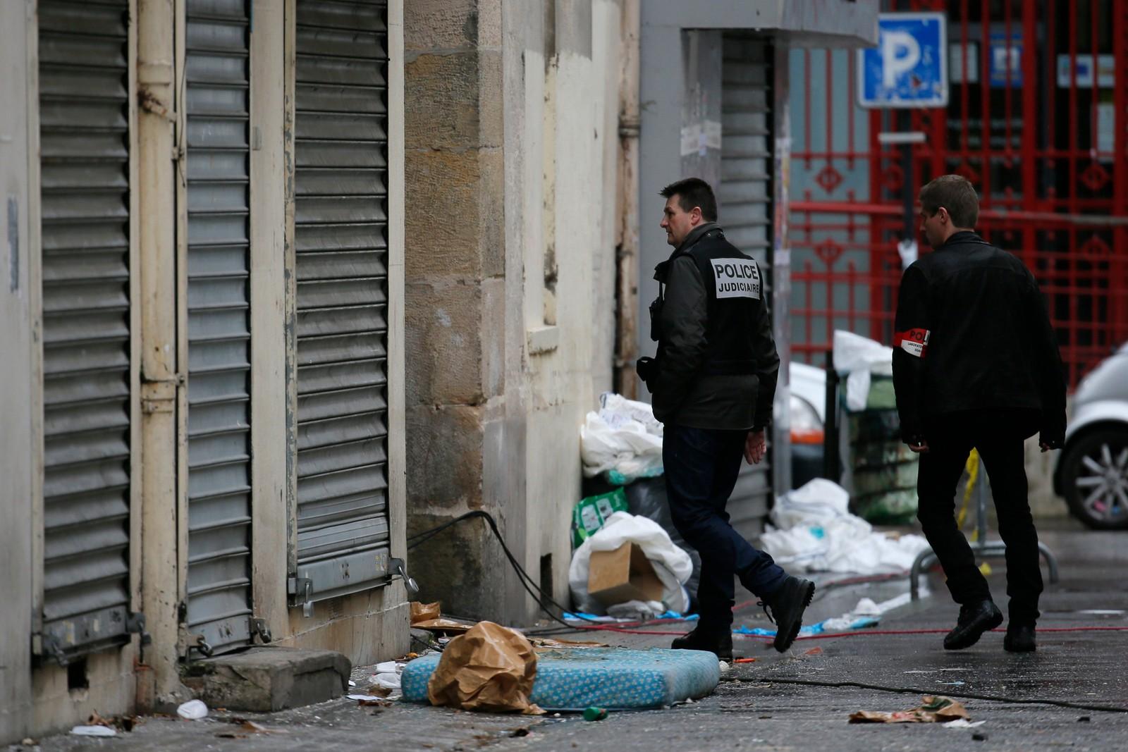 Sju personer som ble pågrepet i politiaksjonen i Paris-forstaden Saint-Denis onsdag, er løslatt