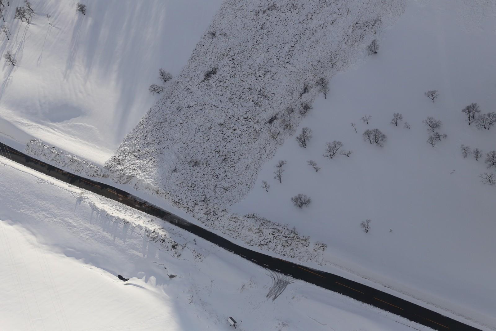 Snøskredet gjekk nokre kilometer sør for innløpet til Masfjordtunnelen på E39.