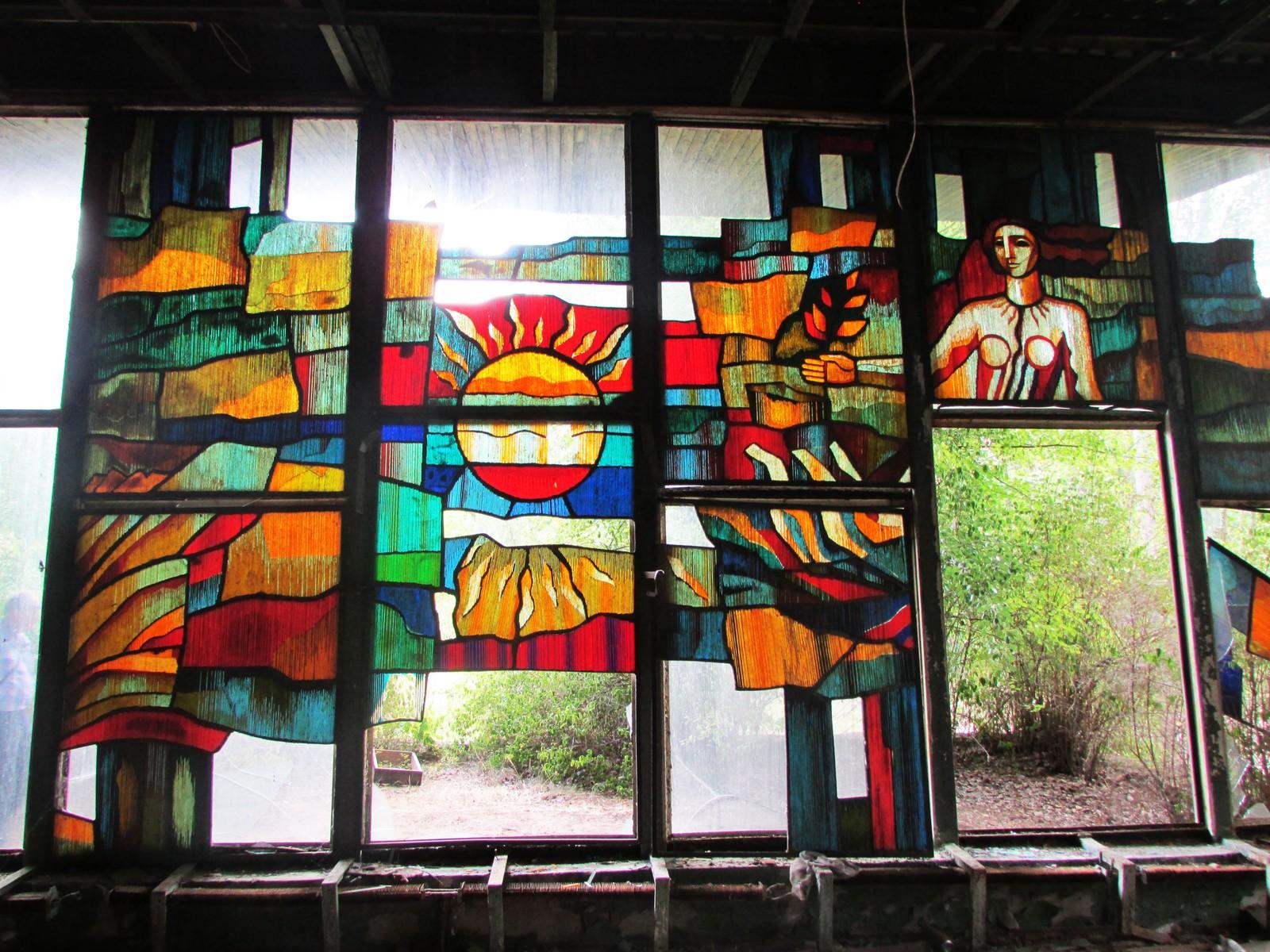 Ett av glassmaleriene i Kafé Pripyat