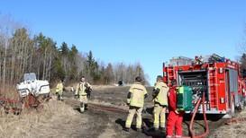Vind har gjort at gress- og lyngbrannen i Skatval har blusset opp flere ganger.
