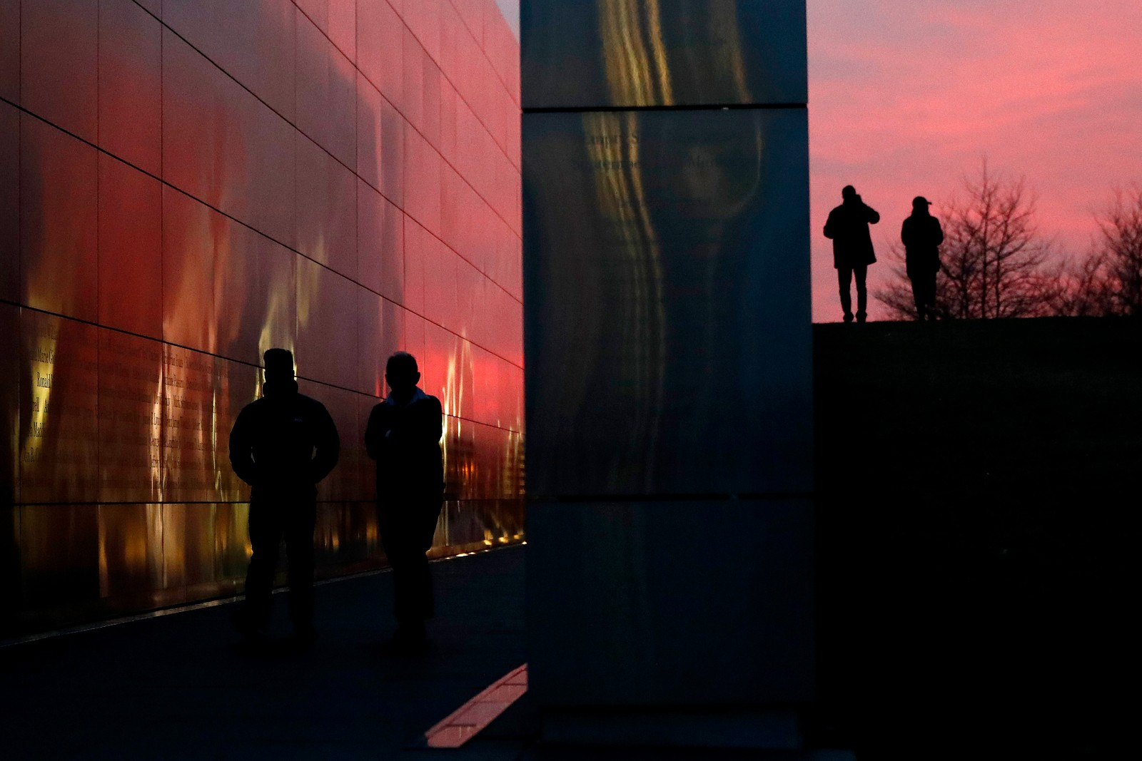 Solnedgang ved Empty Sky Memorial i New Jersey, USA.