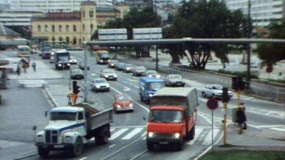 Fra festplass til trafikkmaskin - Rådhusplassen i Oslo