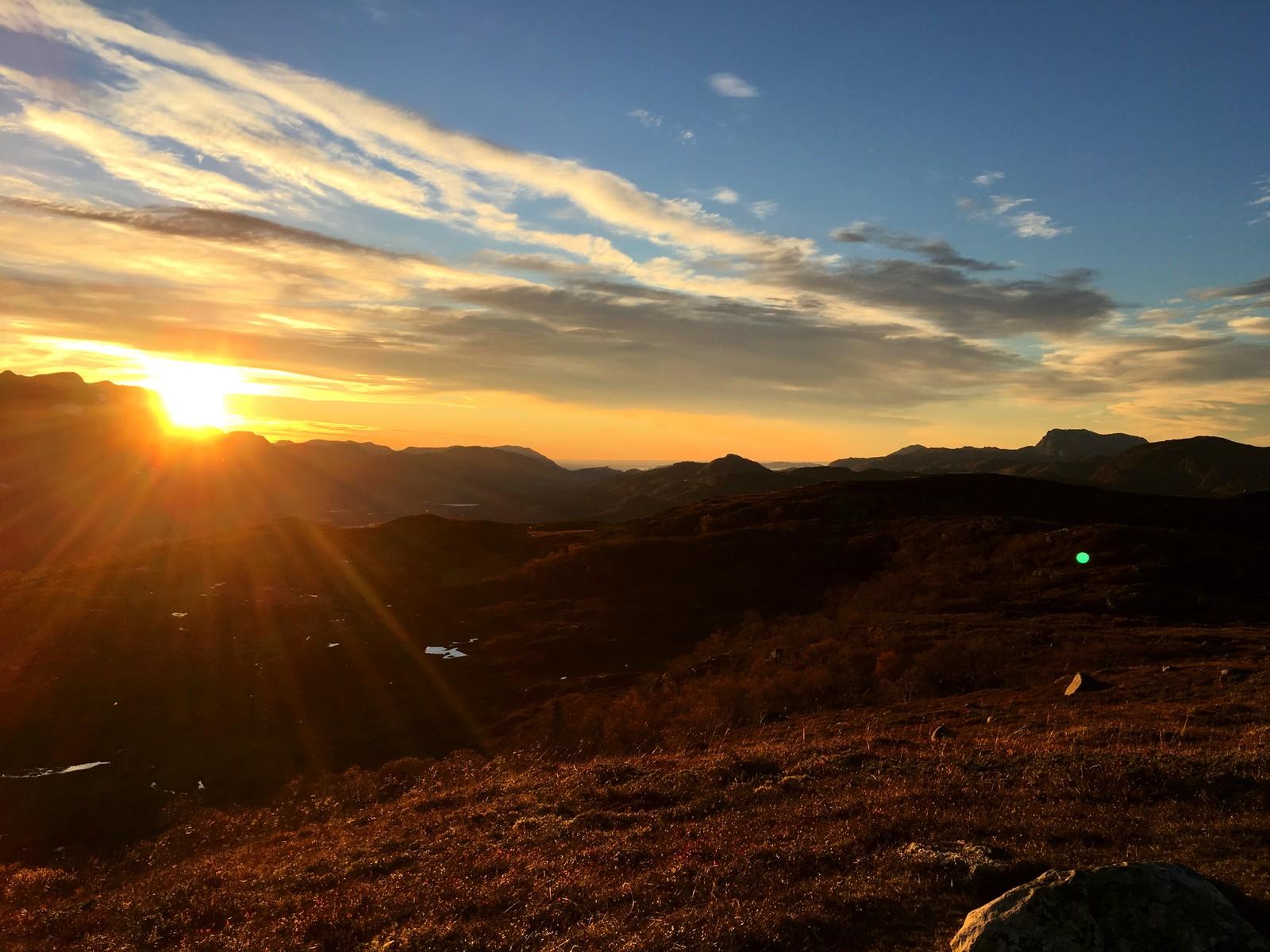 Solnedgang sett frå Djupeviknipa.