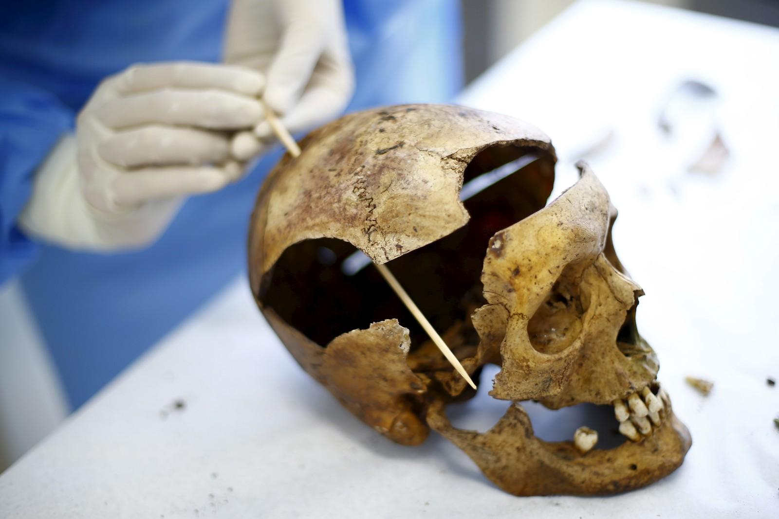 En antropolog undersøkte denne uka en hodeskalle som stammer fra en henrettelse gjort under Pinochets styre i Chile. Over 3.000 skal ha blitt drept og over 28.000 torturert under diktatorens styre som varte fra 1973-1990.