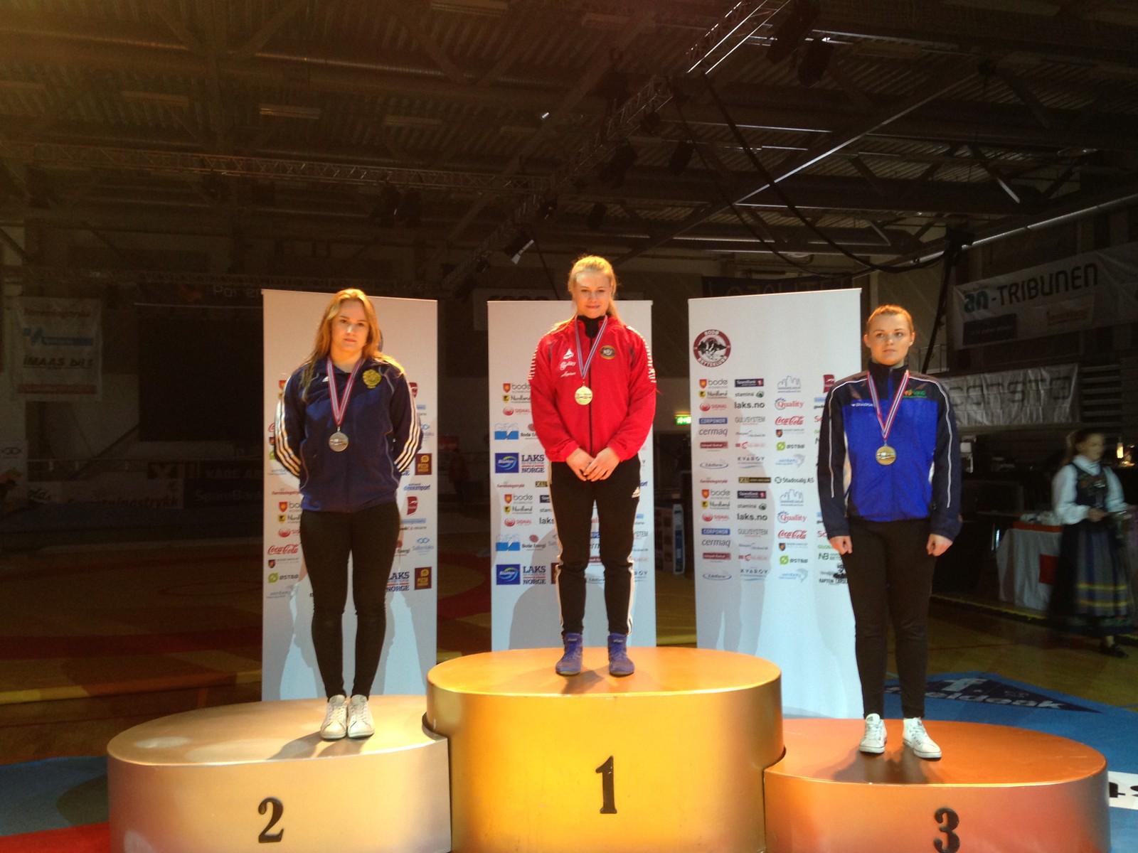 Signe Marie Fidje Store (19, i midten) fra Tana ble nordisk mester i bryting i vektklassen 63 kilo, da mesterskapet ble arrangert i Bodø. Sølvet gikk til Tilda Tärnklev fra Sverige og bronse til Anette Raks fra Estland.