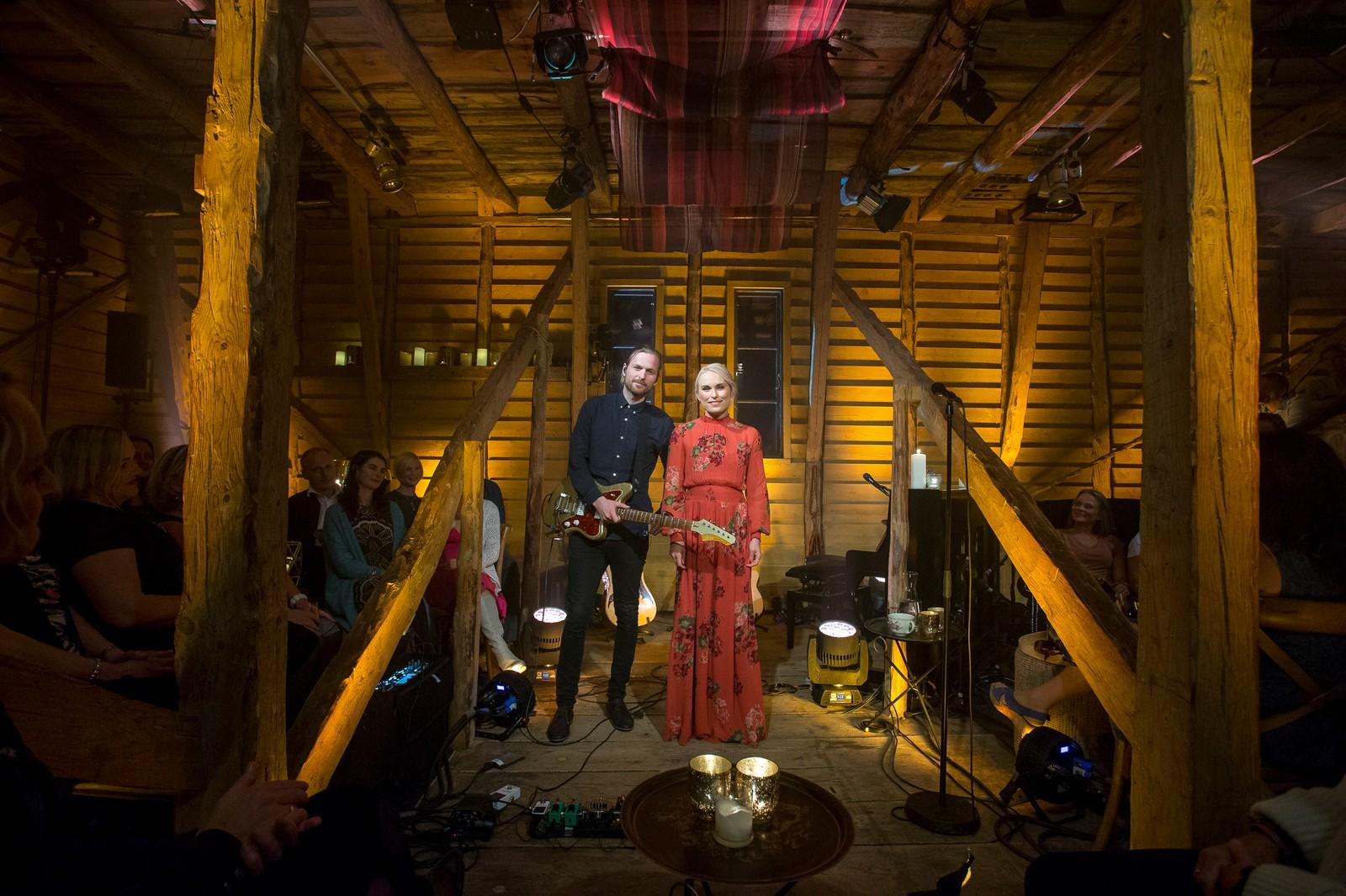 Eva Weel Skram saman med ektemannen Thomas Stenersen, klare til konsert.