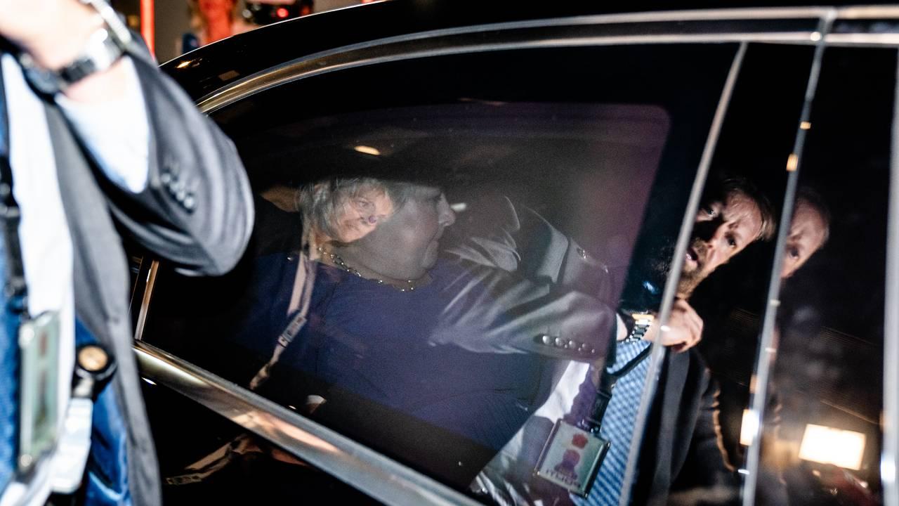 Statsminister Erna Solberg i bilen etter valgnederlaget