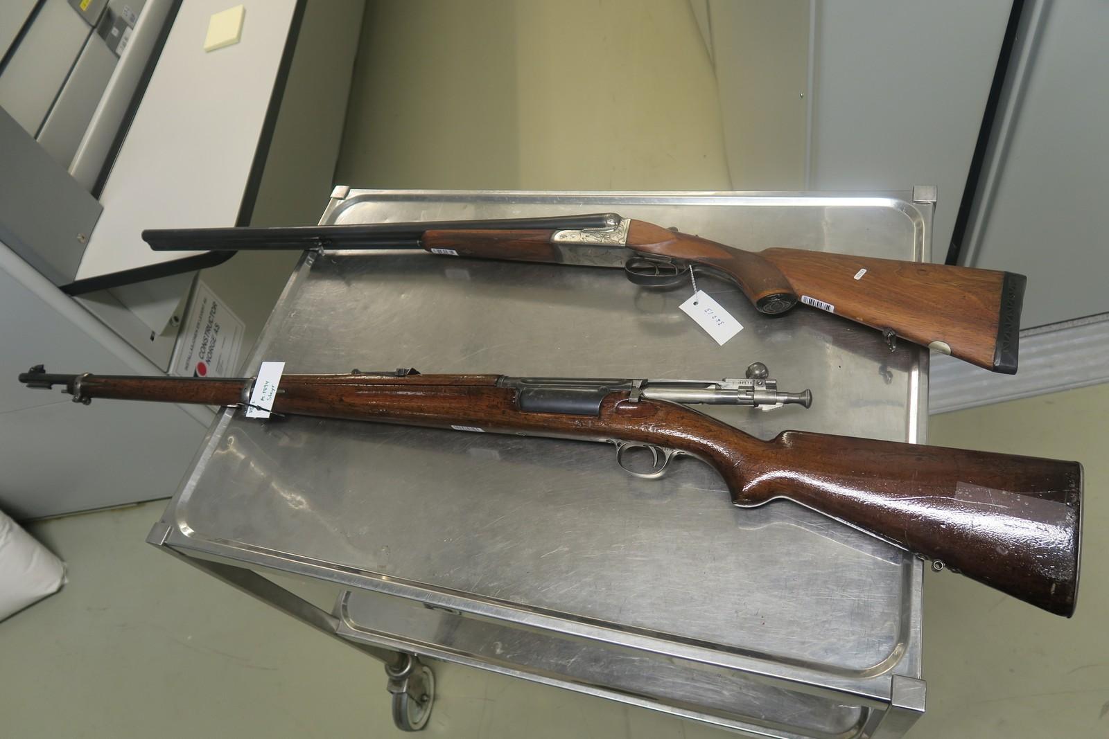 Mest vanlig i Norge: en dobbeltløpet hagle og en Krag-Jørgensen, norskkonstruert rifle i kaliber 6,5 x 55 mm, som var hovedvåpenet i det danske og norske forsvaret fram til 2. verdenskrig.
