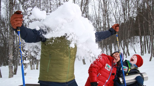 Snublerud er på skitur og koser seg med matpakke og kakao. Han graver søpla si ned i snøen. Det er ikke greit! Planetpatruljen har et oppdrag.