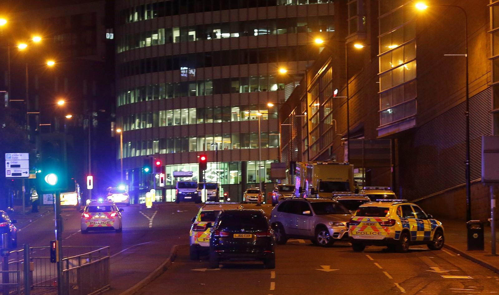 Stort politioppbud i gatene rundt åstedet nå i natt.