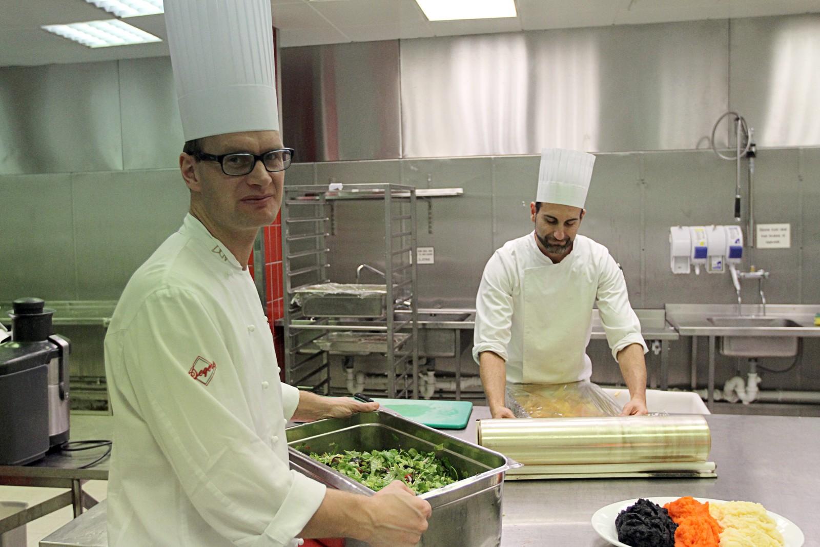 Kjøkkensjef Jørn Odden forteller at årets meny er den mest utfordrende så langt.