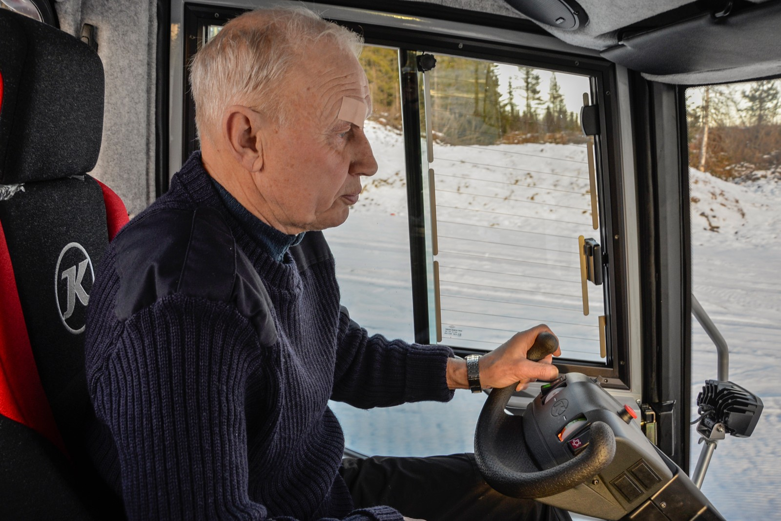 Sigmund Hamar er en av de trofaste dugnadshjelperne. Selv om barna ikke lenger er aktive løpere, fortsetter han å legge ned innsats for skiklubben.