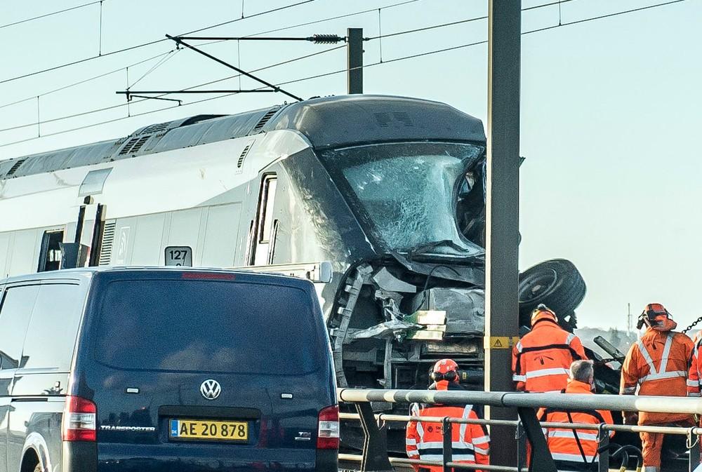 Se bildene som forklarer hva som trolig skjedde i togulykken i Danmark