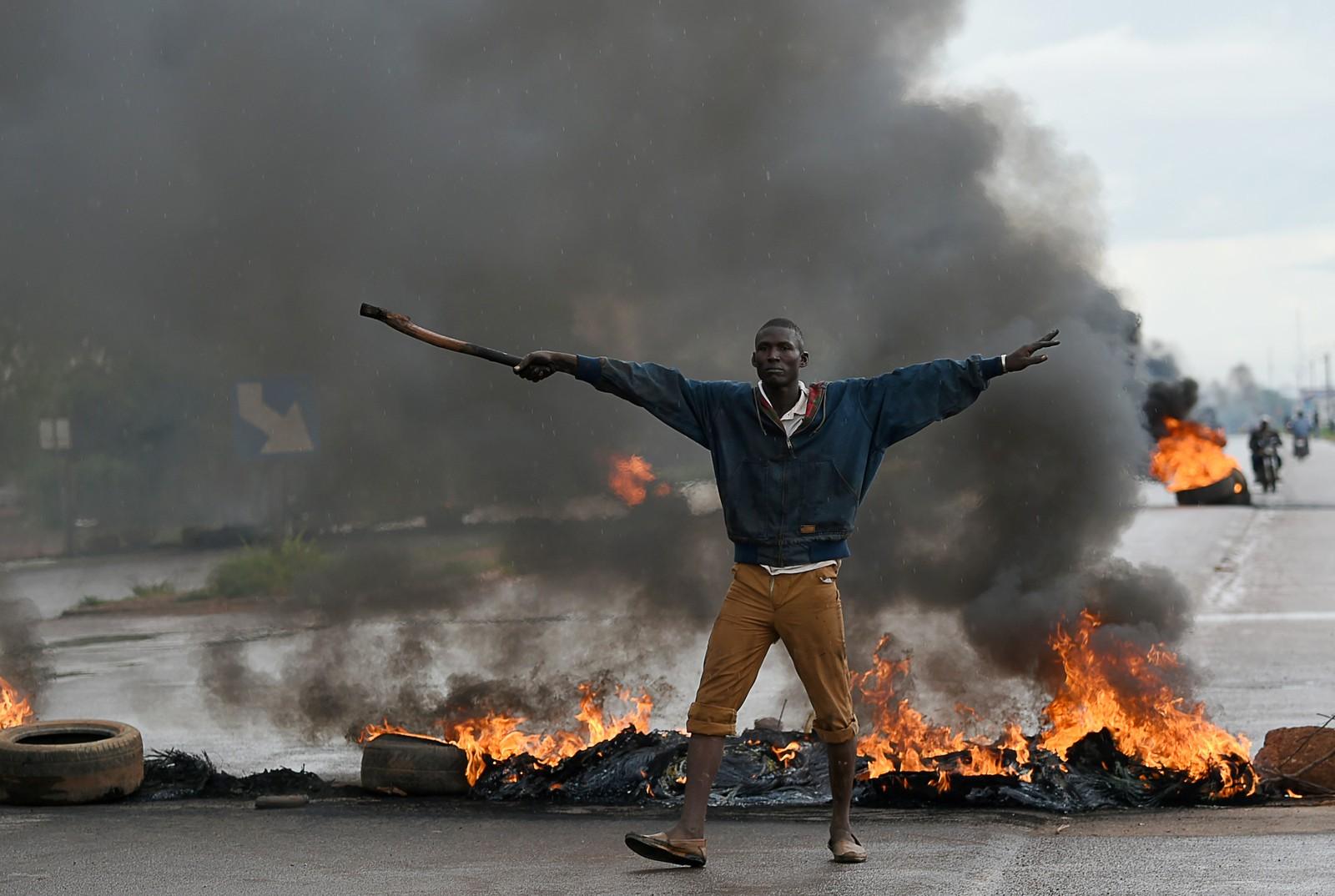 Opptøyer i Burkina Fasos hovedstad Ougadougo etter militærkuppet 16. september.