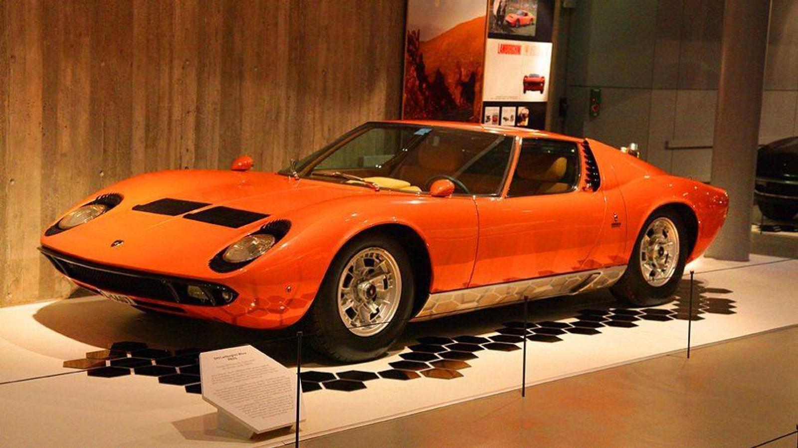 Frank Sinatra har visstnok eid denne Lamborghinien. Dagens eier bor i Oslo, og har tatt den med til Nidarøhallen.