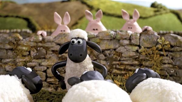 Når bonden snur ryggen til sauen Shaun, blir det kaos på gården. Britisk animasjonsserie.