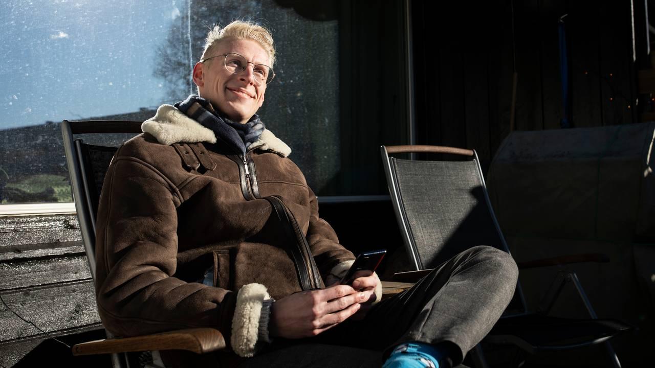 Jørgen ute på terrassen
