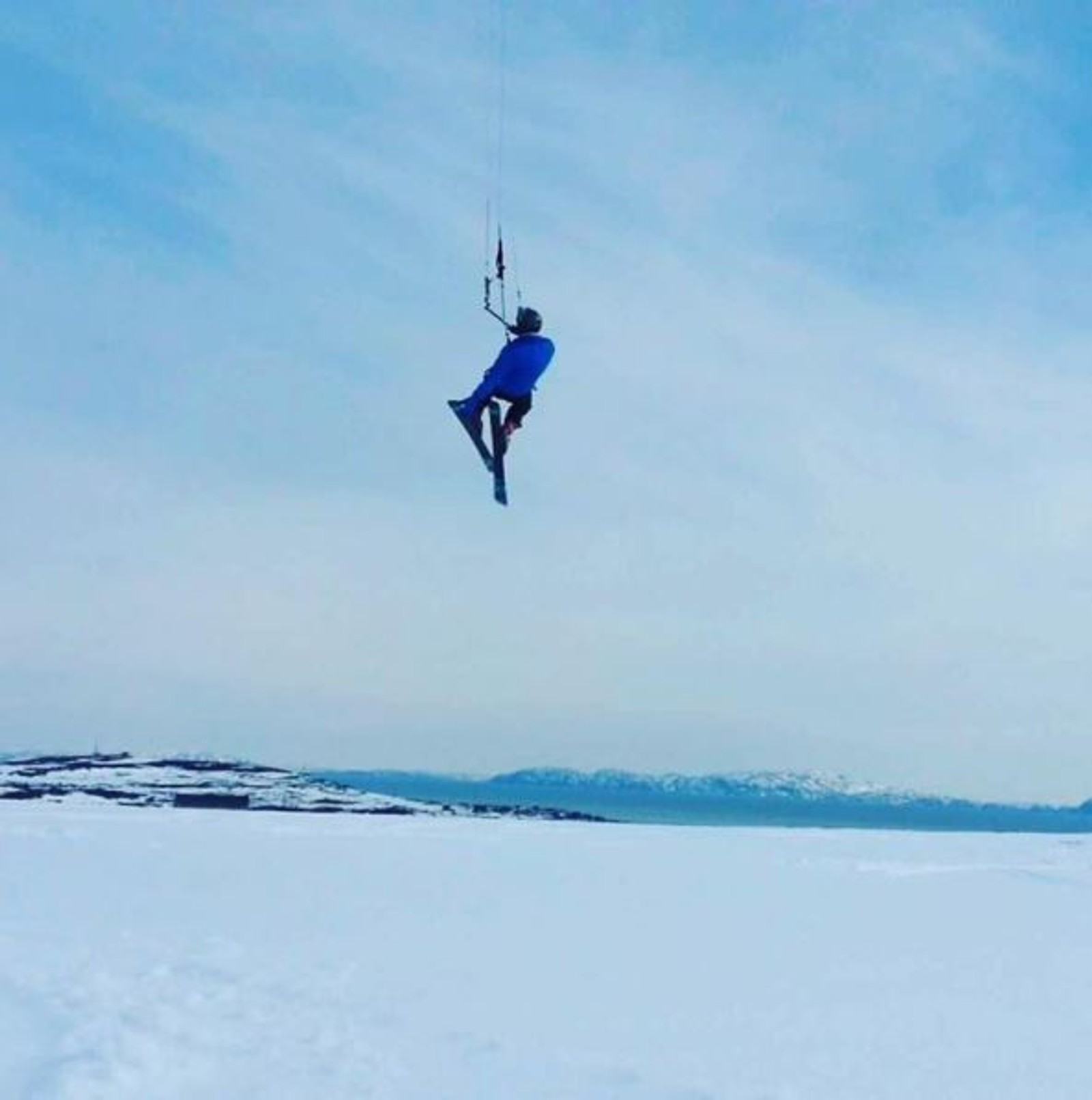 Fortsatt vinter og muligheter for snøkiting på Varangers norske versjon av Hawaii.