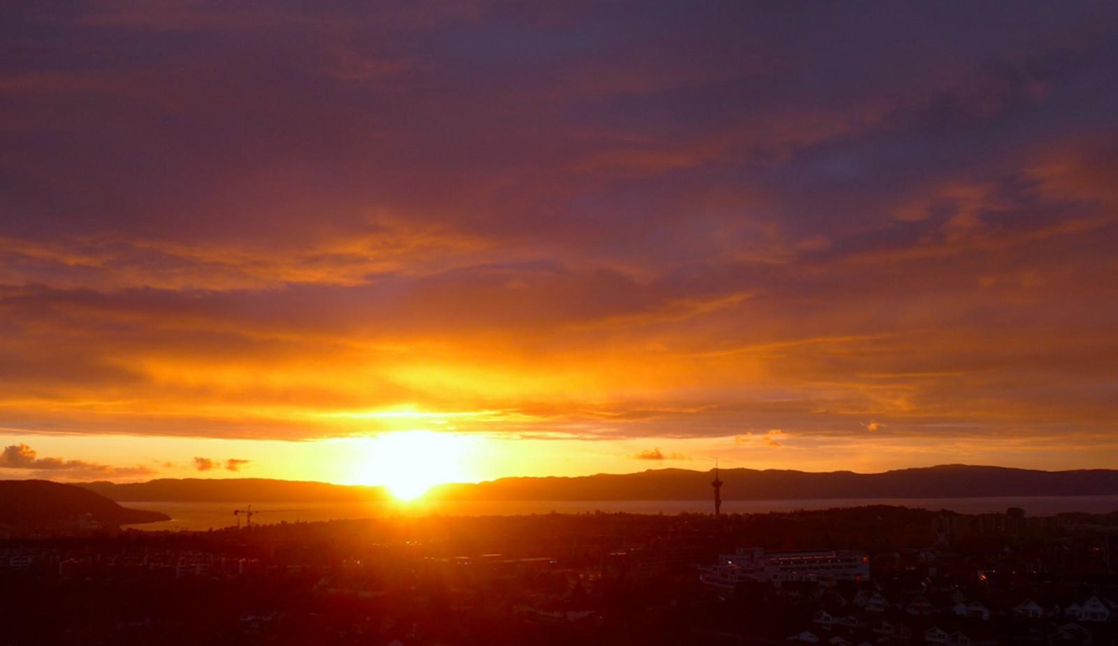 Solnedgang en kald maikveld
