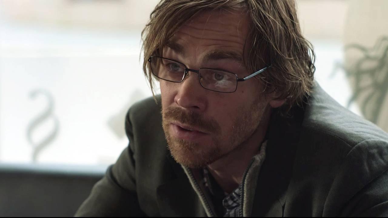Sigurd Myhre spiller Torger Grøndal i NRKs dramaserie om 22. juli. Rollefiguren er basert på forfatter Øyvind Strømmen.