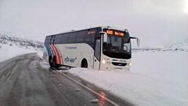 Buss bles av vegen på Strynefjellet - Foto: Privat