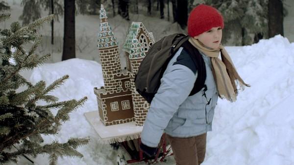 Norsk dramaserie. (9:24)Det er duket for den store pepperkakekonkurransen. Går alt slik Kevin har planlagt, vil det bli julefeiring i Ridderdalen!