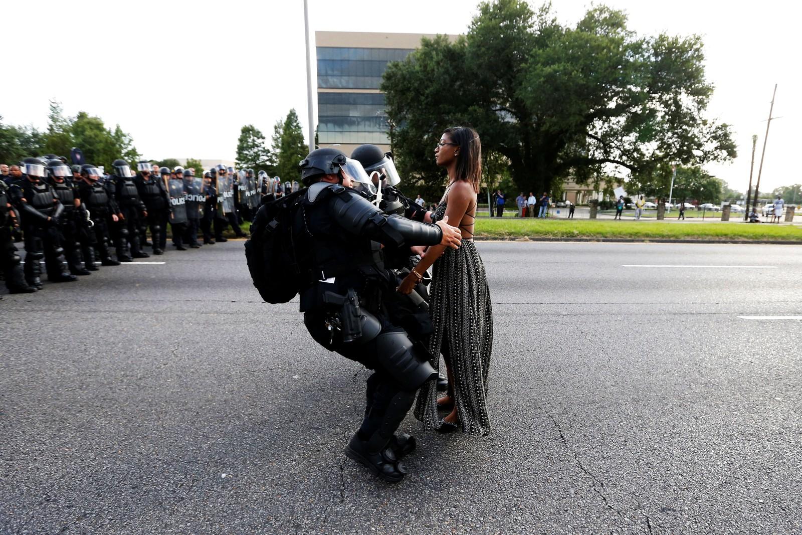 Bilde nummer tre i serien der politiet pågriper Evans.