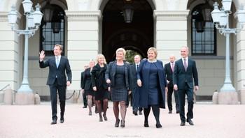 Erna Solbergs regjering på slottsplass