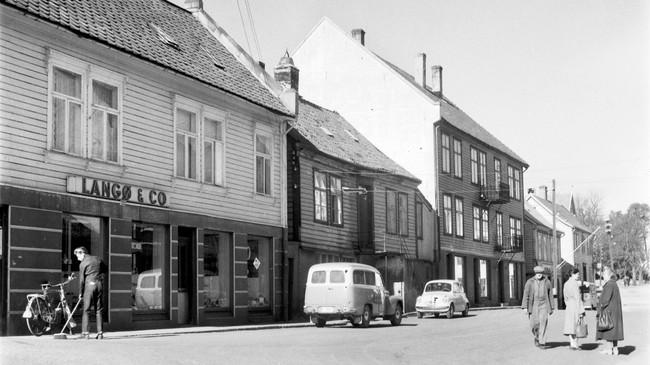 J. Langø & Co på 1950-talet. Foto: Kåre Botnmark. Eigar: Vest Foto/Fylkesarkivet i Sogn og Fjordane.