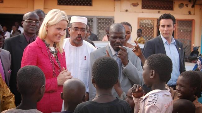 Kronprinsesse Mette-Marit med tegnspråktolk