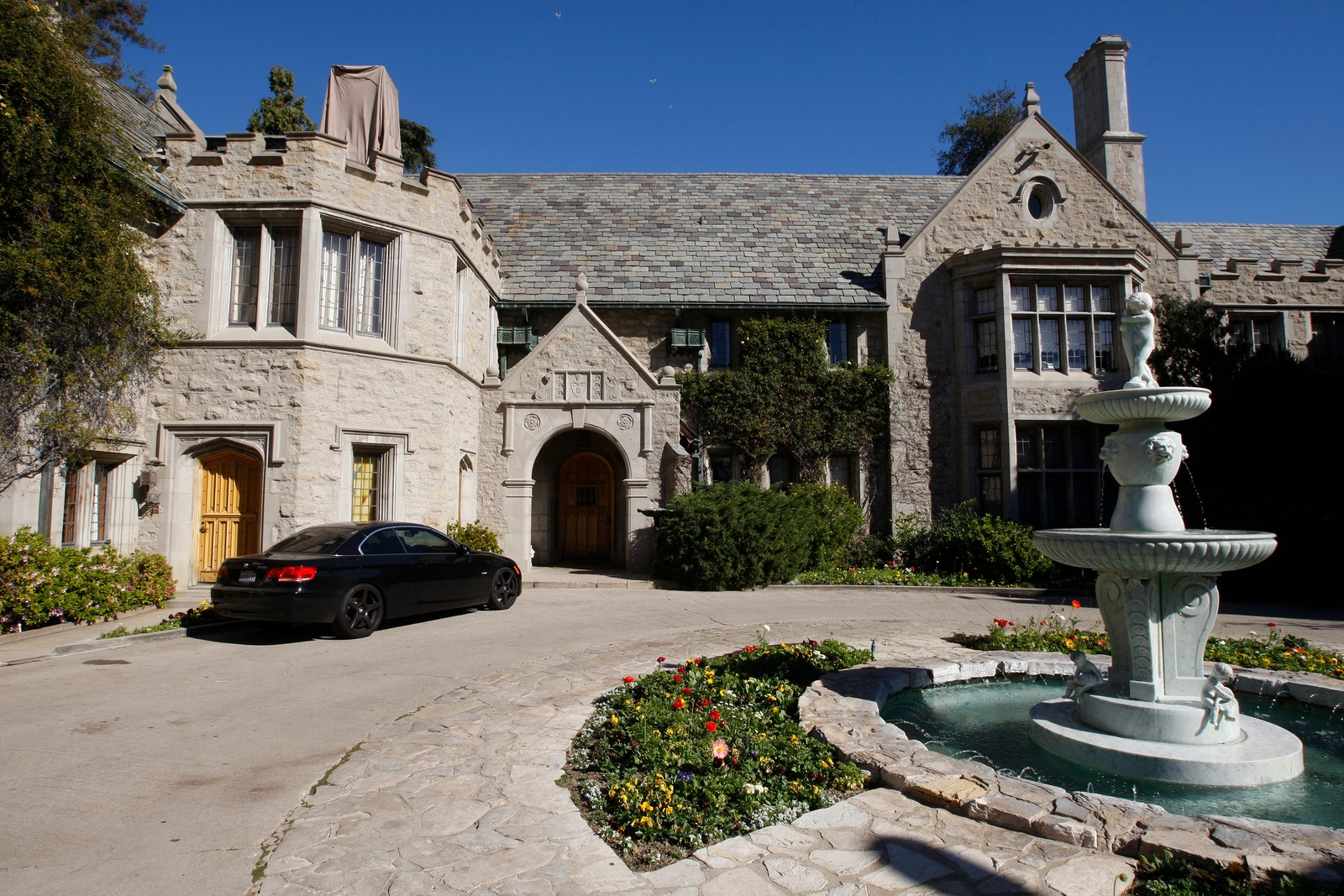 USA-PLAYBOY-MANSION A view of the Playboy Mansion in Los Angeles, California, U.S. February 10, 2011. REUTERS/Fred Prouser/File Photo A view of the Playboy Mansion in Los Angeles, California