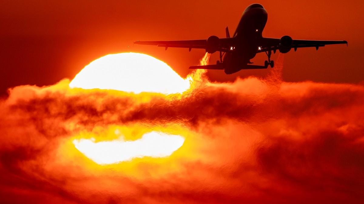 Fly tar av mot sola i Tyskland