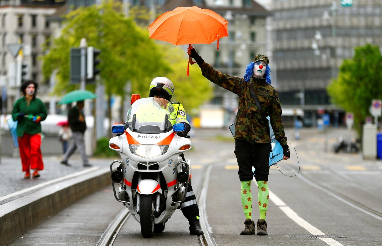 Da gikk det fredeligere for seg i under 1. mai-markeringen i Zurich i Sveits.