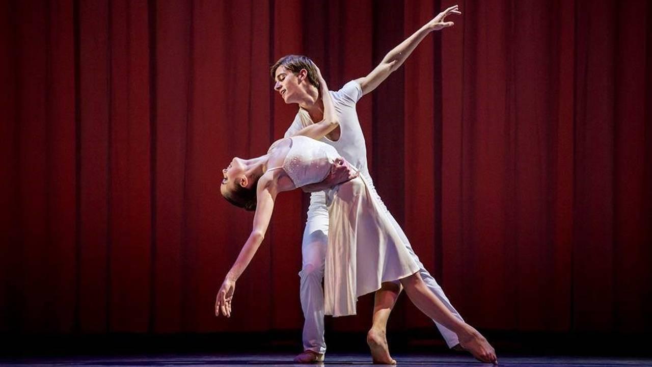 Anais dansar Askepott på Princess Grace academy