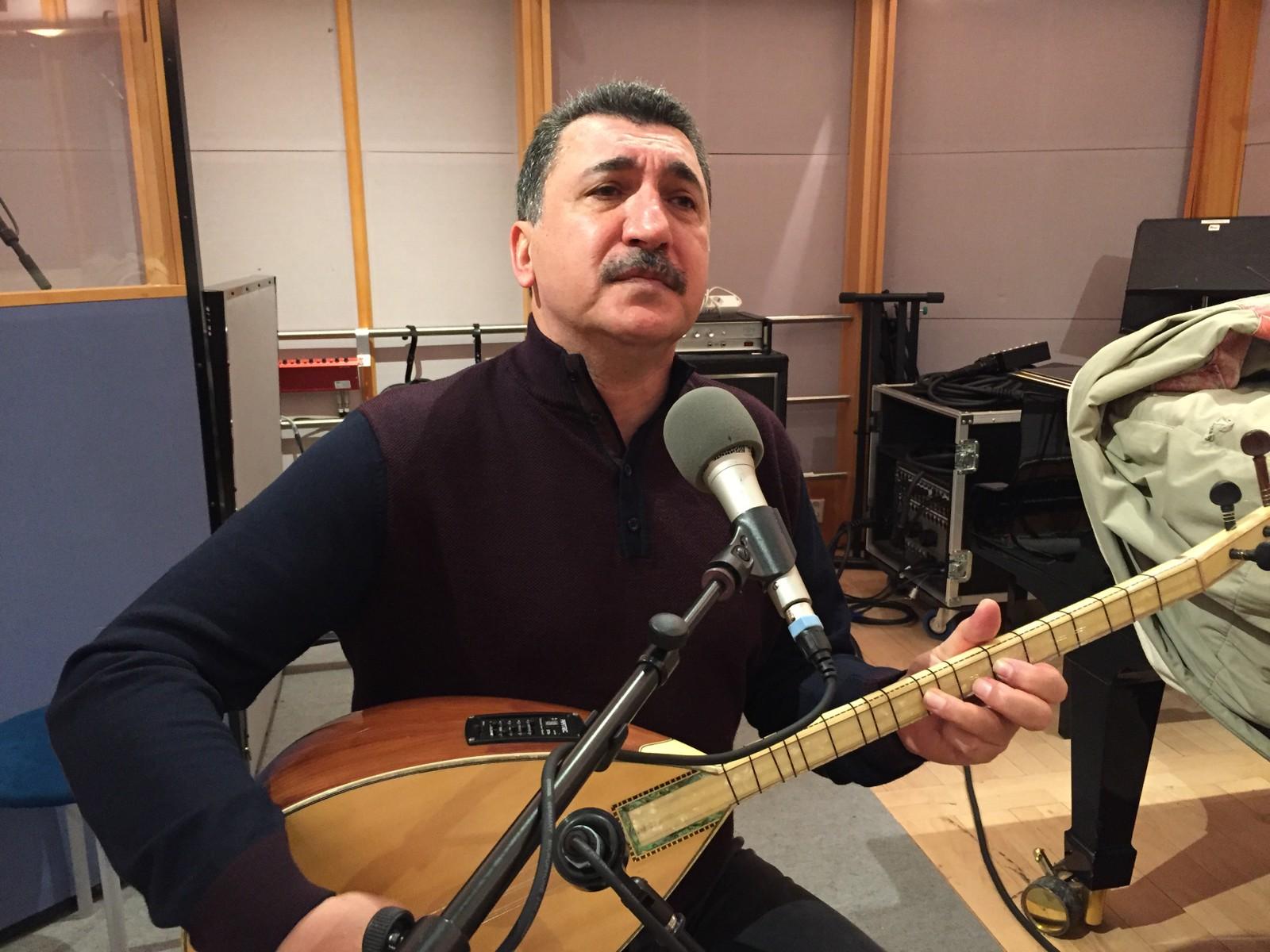 Den kurdiske musikeren og aktivisten Ferhat Tunc i vårt studio.