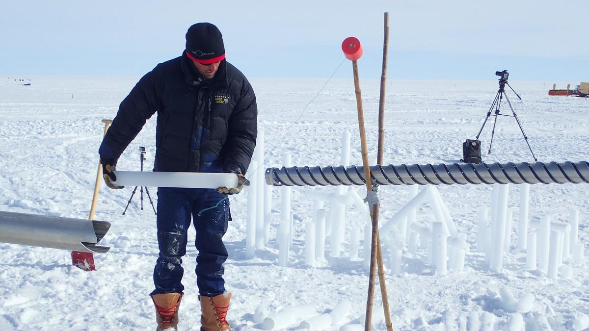 Norske forskere har for første gang startet iskjerneboring på Grønland. - Foto: Kerim H Nisancioglu/Eastgrip