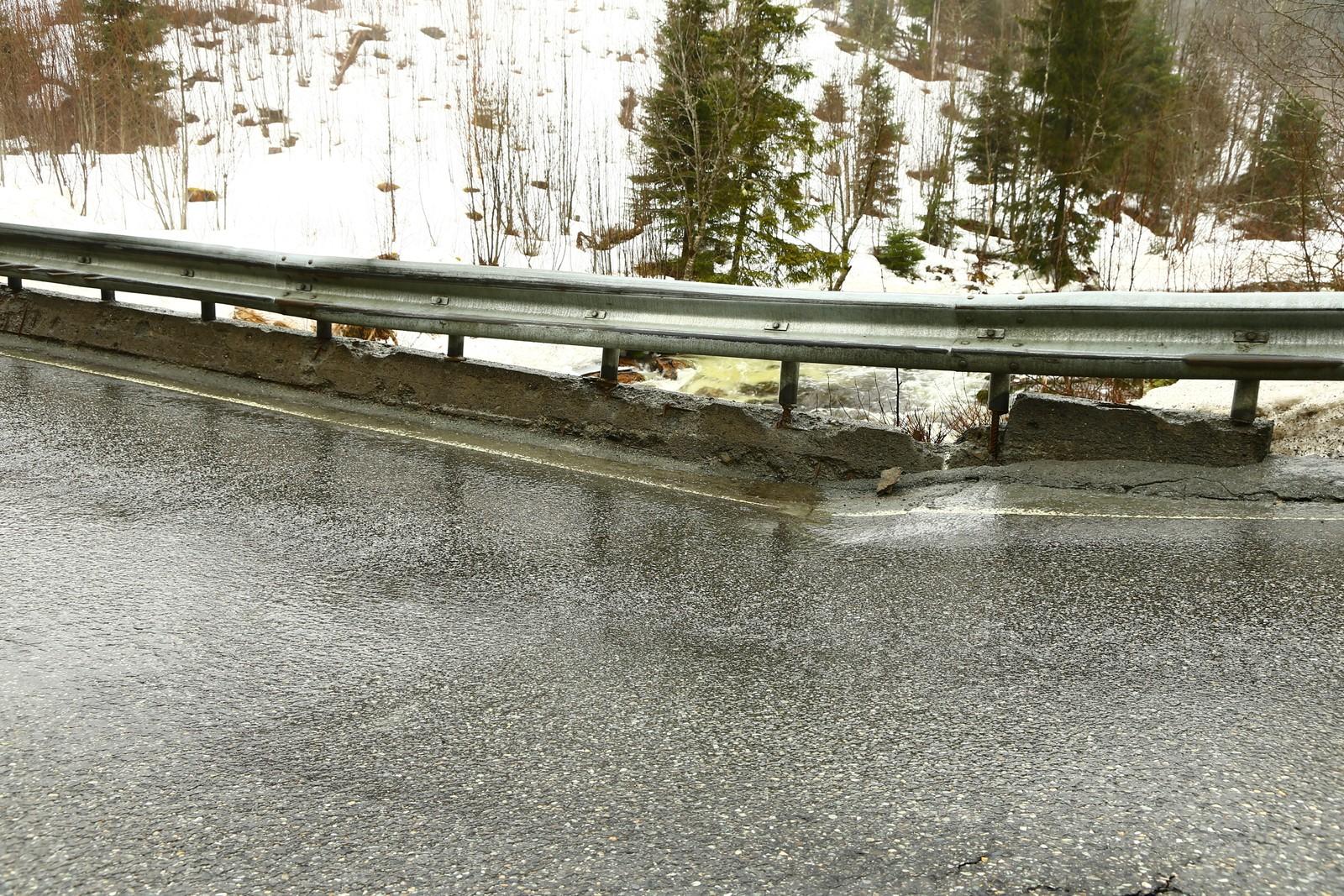 Renå bru på Europaveg 14 mellom Meråker og Stjørdal er stengt fram til tirsdag kveld.