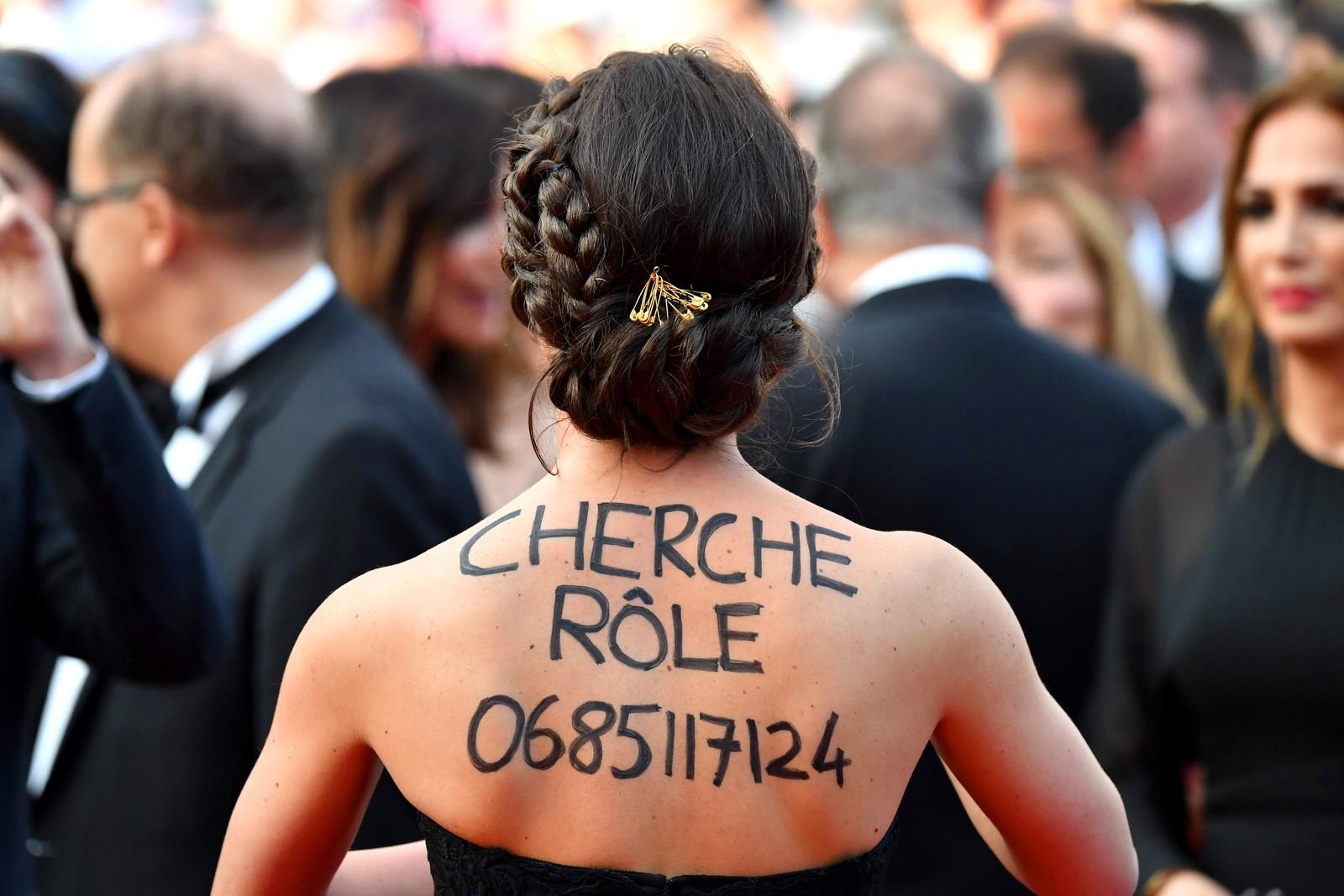 """""""Rolle søkes."""" En gjest på Cannes-festivalen prøver å slå to fluer i en smekk: Å se på stjernene, og å bli en selv."""