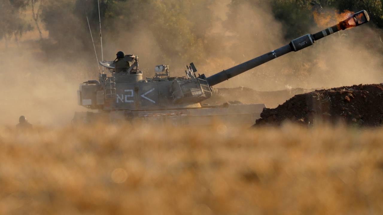 En israelsk artillerienhet skyter mot på Gazastripen. Bildet er fra torsdag 13. mai 2021