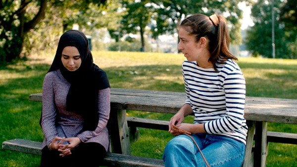 Arin bestemmer seg for å oppsøke kusinen sin for å se om hun kan hjelpe henne.