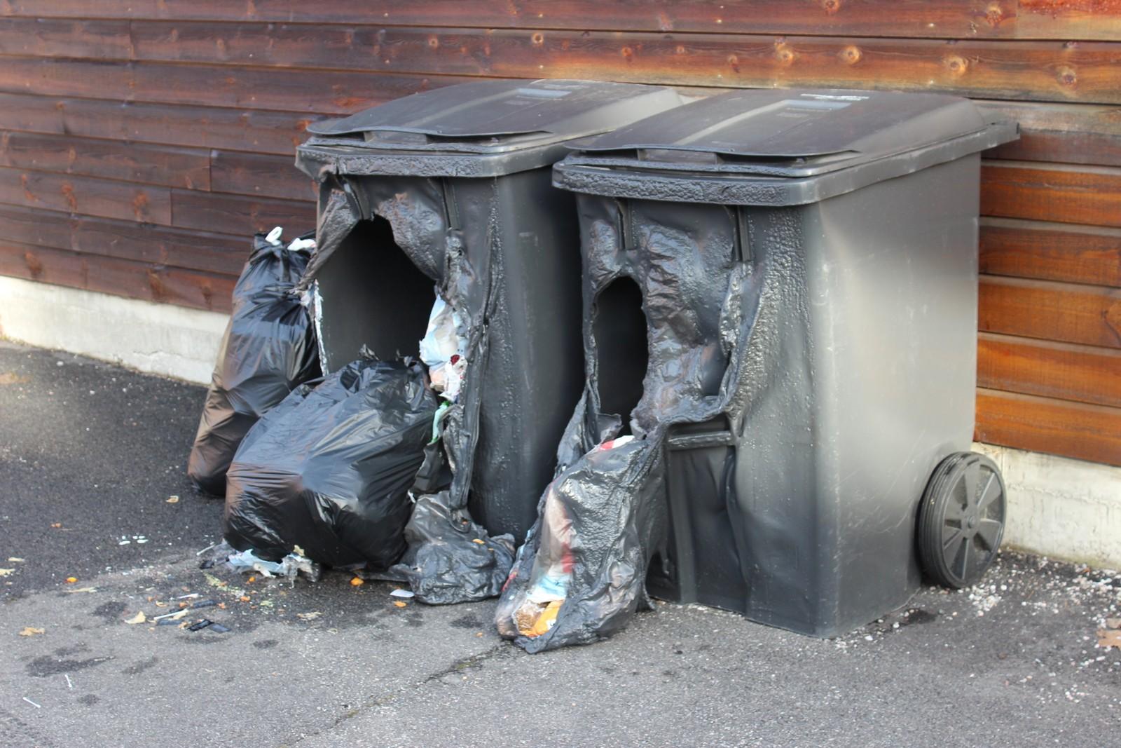 Søppeldunker ble påtent ved Poppelveien.