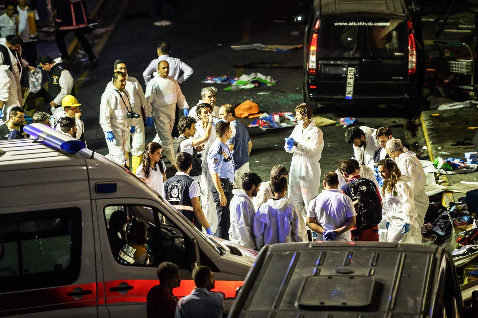 Politi og helsearbeidere på flyplassen i Istanbul etter selvmordsbomber