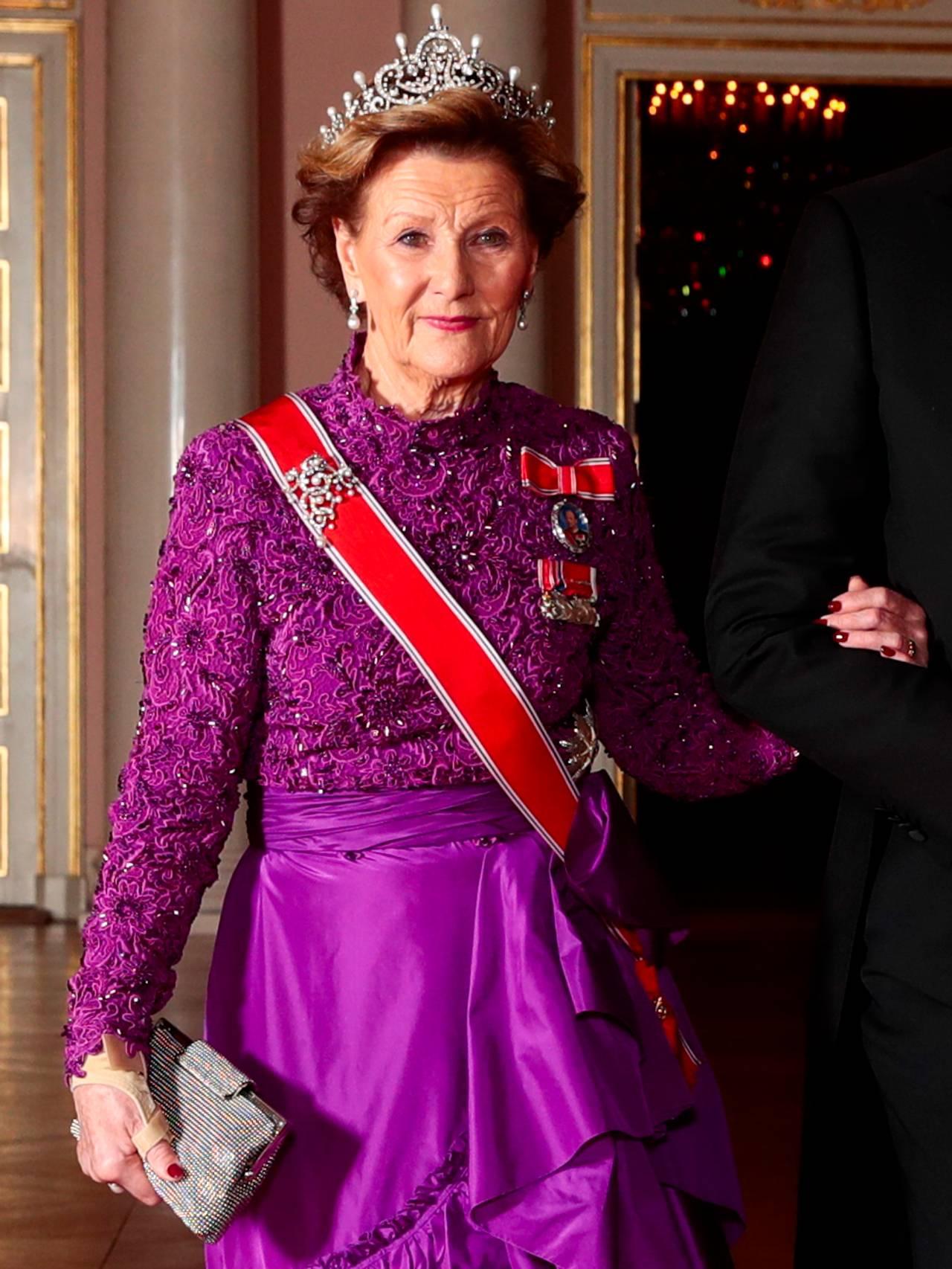 Dronning Sonja lilla kjole