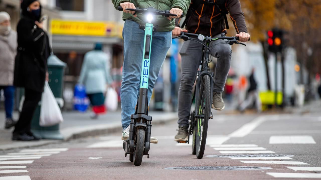 Elsparkesykkel i bruk på Grønland i Oslo