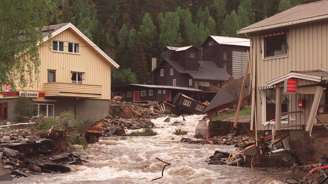 Store ødeleggelser i Tretten i Gudbrandsdalen etter flommen i 1995.